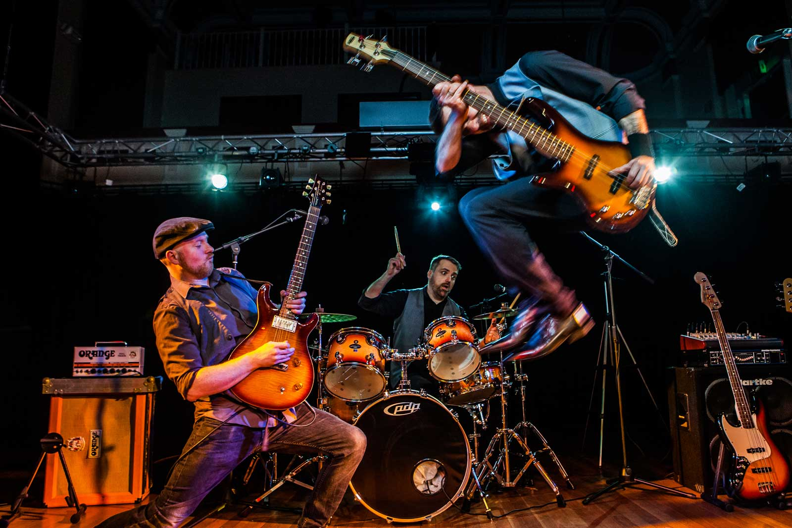 H2H Band – The UK\'s Premier Wedding Entertainment Band